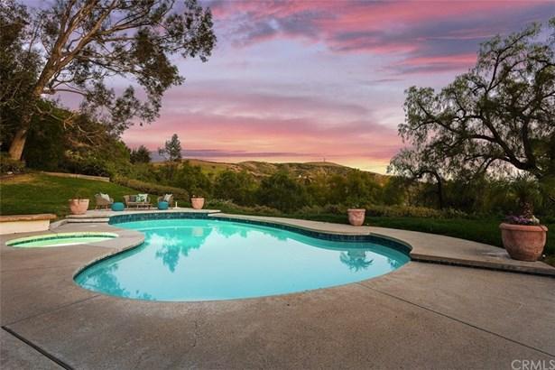 Contemporary,Mediterranean,Spanish, Single Family Residence - North Tustin, CA
