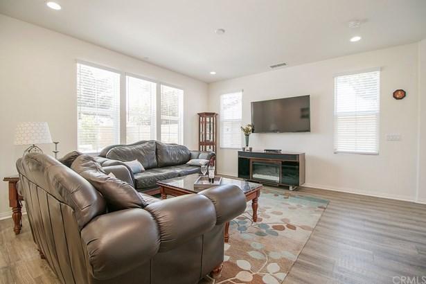 Single Family Residence, Traditional - Tustin, CA (photo 3)