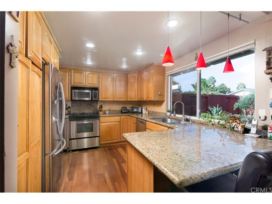 Single Family Residence, Traditional - Santa Ana, CA (photo 5)