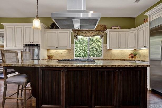 Single Family Residence, Spanish - Tustin, CA (photo 4)
