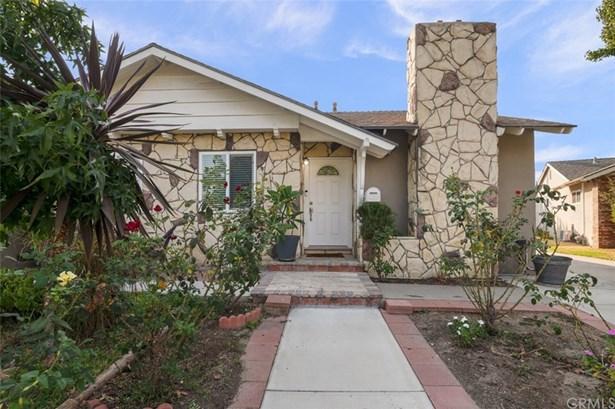 Single Family Residence, Traditional - Anaheim, CA
