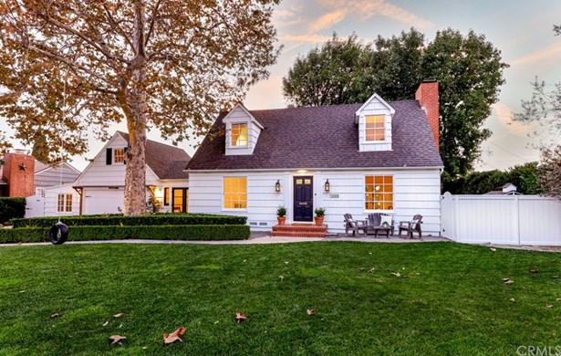 Cape Cod, Single Family Residence - Santa Ana, CA