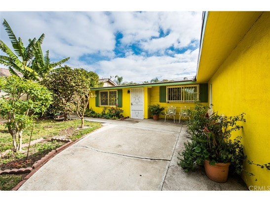 Single Family Residence, Traditional - Santa Ana, CA (photo 4)