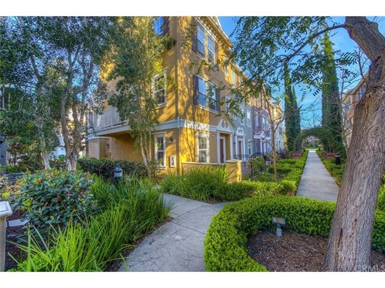 Townhouse, Traditional - Tustin, CA (photo 3)
