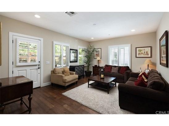 Cape Cod, Single Family Residence - Costa Mesa, CA (photo 4)
