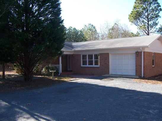 Single Family w/Acreage, Ranch - West End, NC