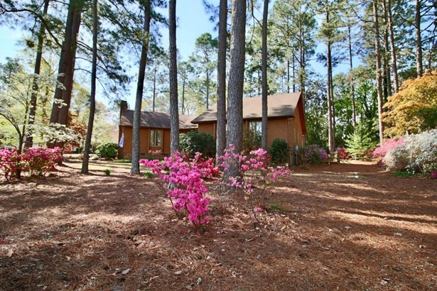 Cottage, Single Family - Aberdeen, NC (photo 1)