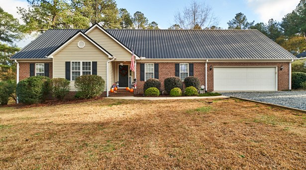 Traditional, Single Family - Whispering Pines, NC