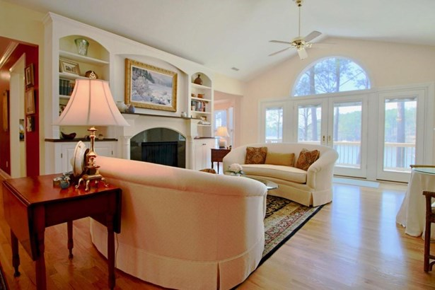 Traditional, Single Family - Whispering Pines, NC (photo 4)