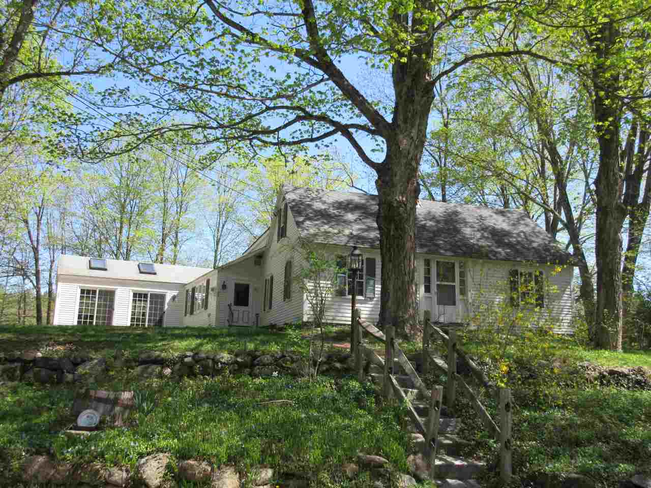 Antique,Cape, Single Family - Francestown, NH (photo 1)