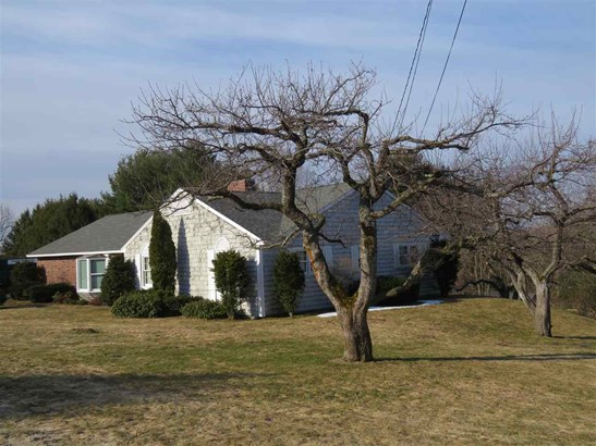 Contemporary,Ranch,Walkout Lower Level, Single Family - Peterborough, NH (photo 1)