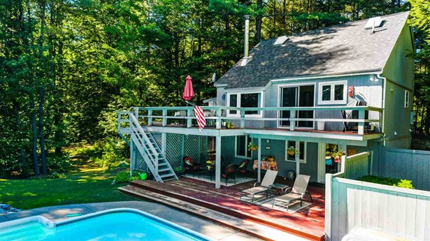 Single Family - Contemporary,Deck House,Freestanding,Multi-Level,Tri-Level,Walkout Lower Level (photo 1)