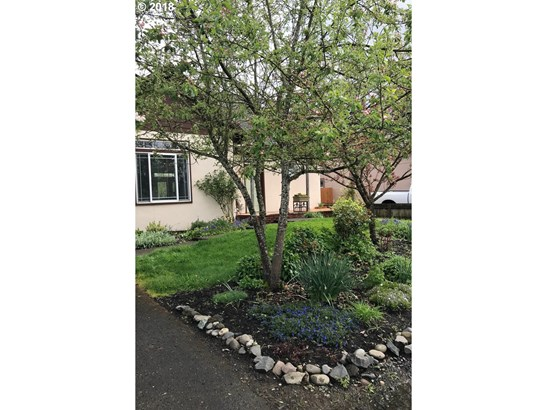 327 S 46th St, Springfield, OR - USA (photo 2)