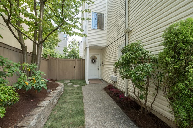 2427 NW 62nd St (photo 2)