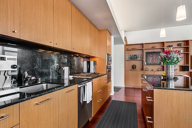 Living Space/Kitchen (photo 5)