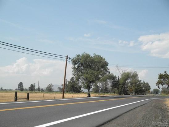 2571 Northwest Maple Avenue, Redmond, OR - USA (photo 4)