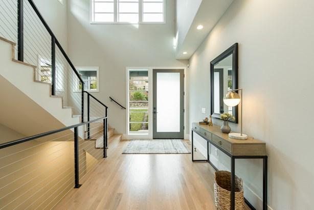 New Hawthorne Hills Home (photo 2)