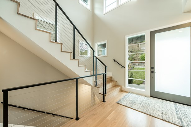 New Hawthorne Hills Home (photo 4)