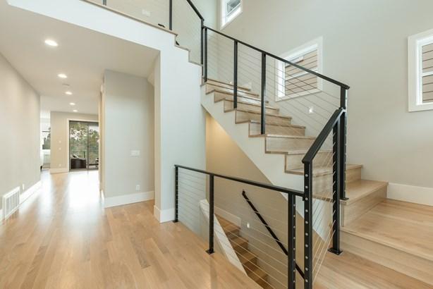 New Hawthorne Hills Home (photo 5)