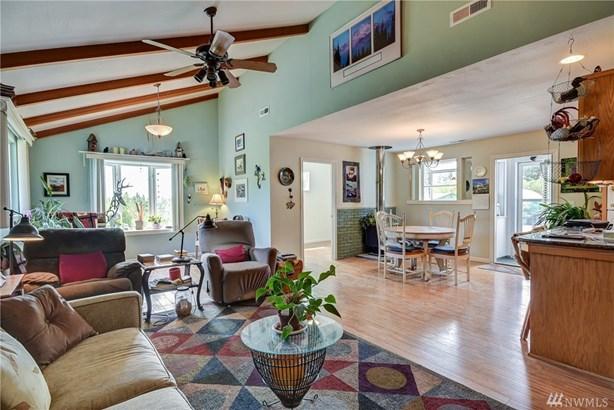 486 W Henni Rd, Oak Harbor, WA - USA (photo 2)