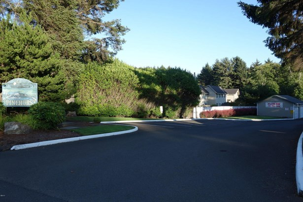 2324 Ne Holmes Rd, Lincoln City, OR - USA (photo 4)