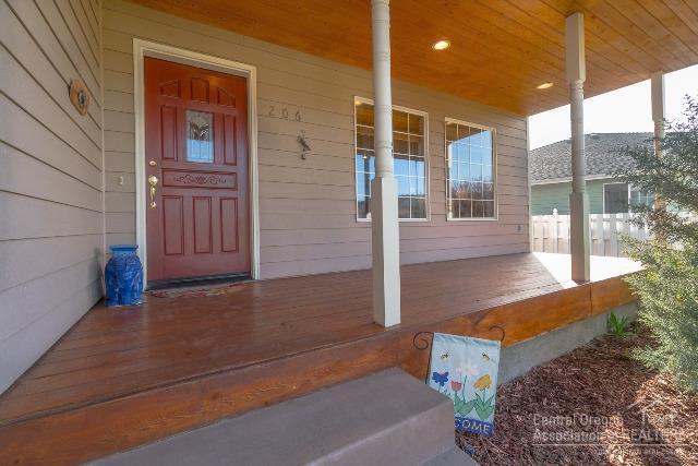 206 Southwest Meadow Lakes Drive, Prineville, OR - USA (photo 2)