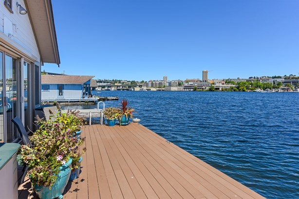 50 Ft Waterfront (photo 2)