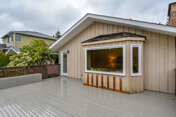 Deck (photo 2)