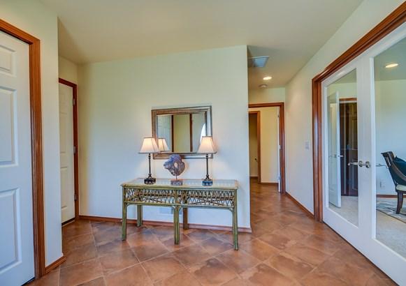 Interior (photo 1)