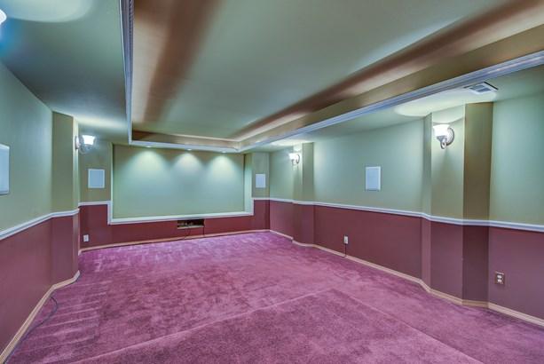 Interior (photo 5)