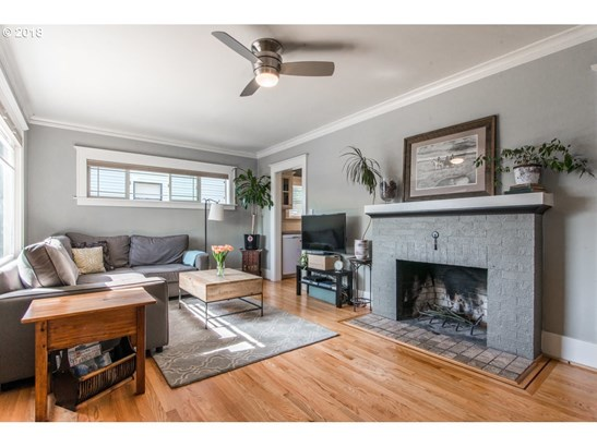 6825 N Commercial Ave, Portland, OR - USA (photo 5)