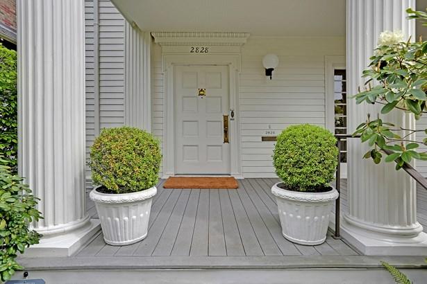 Entry (photo 2)