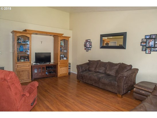 830 Benjamin Ave, Cottage Grove, OR - USA (photo 3)