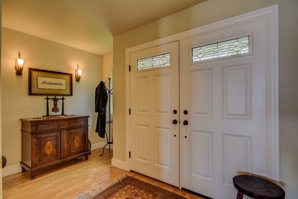 Interior (photo 3)