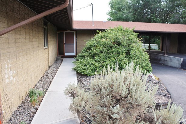 1540 Carlson Drive, Klamath Falls, OR - USA (photo 2)