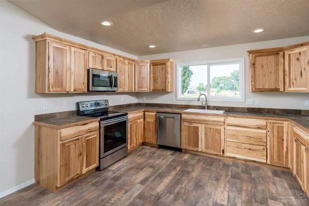 104 Northeast Buena Villa Drive, Prineville, OR - USA (photo 4)