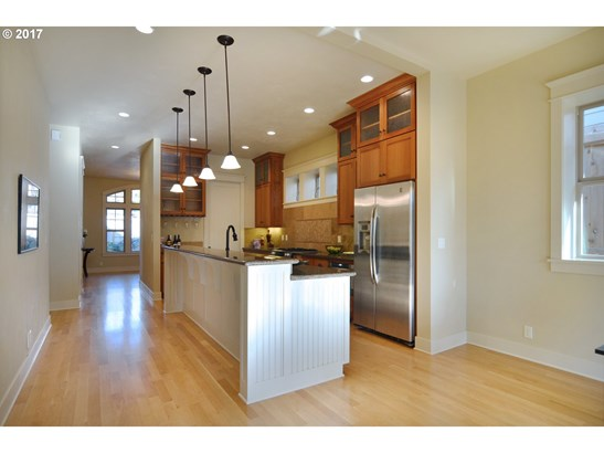 574 W 26th Ave, Eugene, OR - USA (photo 5)