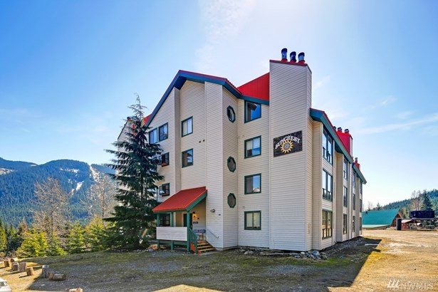 221 Hyak Dr E 104, Snoqualmie Pass, WA - USA (photo 1)