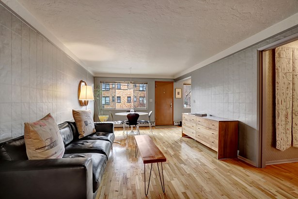 Living Space (photo 3)