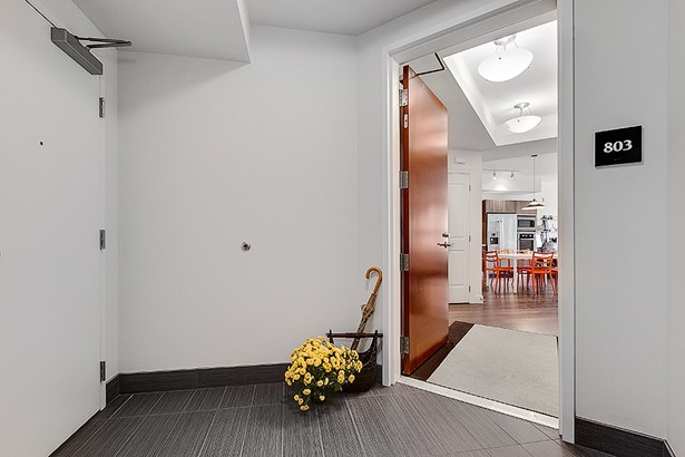 Entry (photo 1)