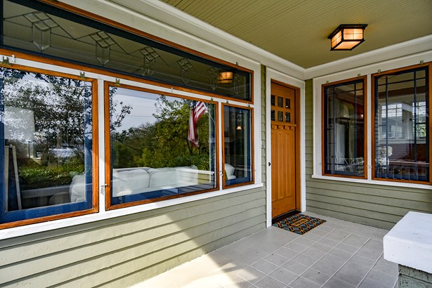 Exterior & Front Porch (photo 1)