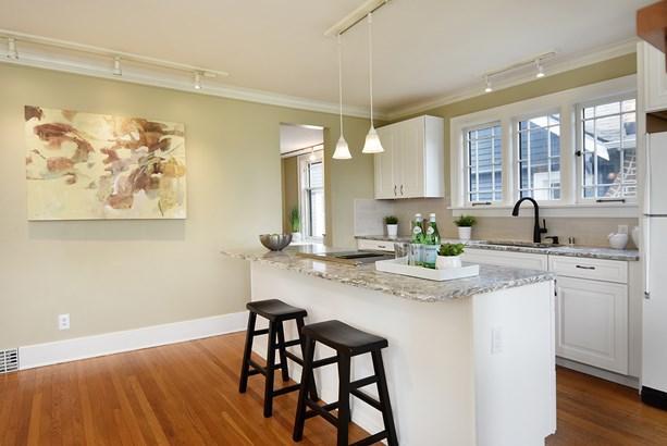 Living Room & Kitchen (photo 5)