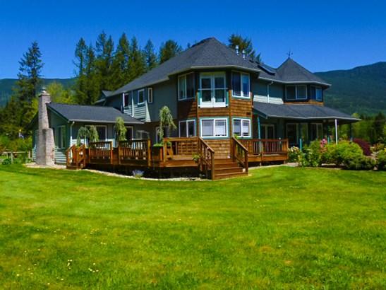 Main House (photo 2)