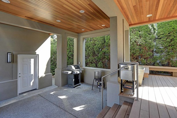 Deck (photo 5)