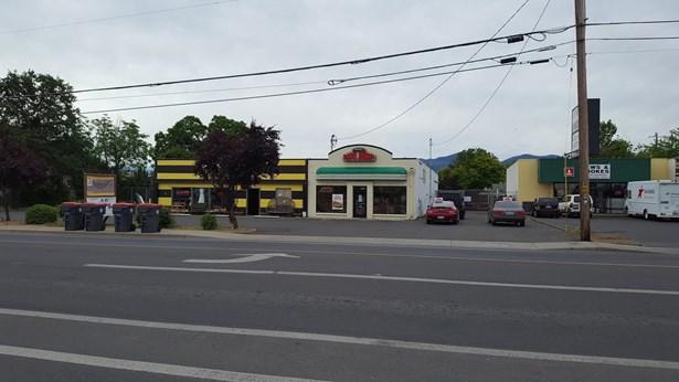2267 2287 W Main Street, Medford, OR - USA (photo 2)