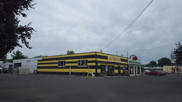 2267 2287 W Main Street, Medford, OR - USA (photo 3)
