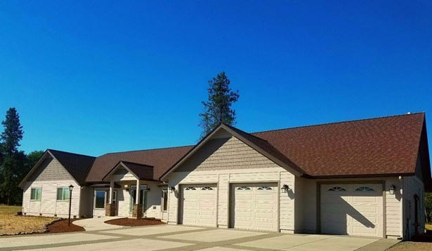 2526 Brownsboro Highway, Eagle Point, OR - USA (photo 1)
