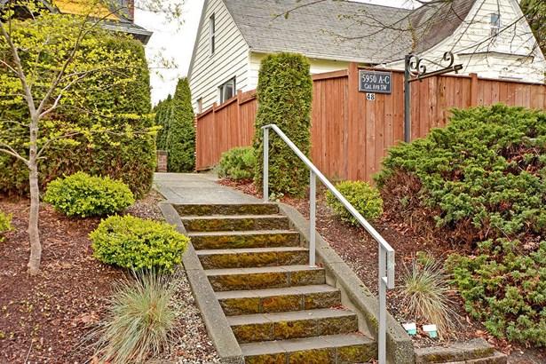 5950 California Ave Sw A, Seattle, WA - USA (photo 2)