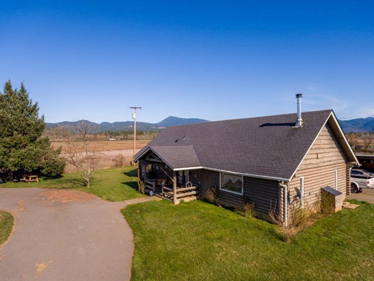 305 Smith Sawyer Road, Cave Junction, OR - USA (photo 1)