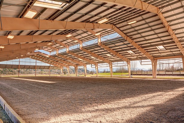 Indoor riding arena (photo 2)